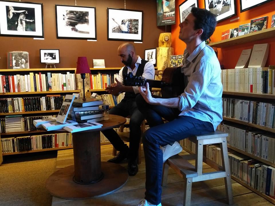 Photo de la dédicace à la librairie Caractètre